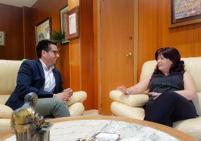 Ampliar información de El Alcalde mantiene un primer encuentro con la nueva Portavoz del PR en el Ayuntamiento de Arnedo, Rita Beltrán Muro.