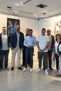 Ampliar información de El Alcalde participa en la inauguración de la exposición del Grado de Diseño y Producción de Calzado del IES Virgen de Vico