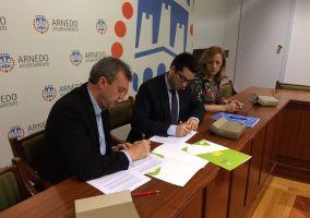 Ampliar información de Firmada la adenda 2017 al convenio de Cáritas Parroquial de Arnedo