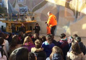 Ampliar información de Visita de escolares a las gigantografías