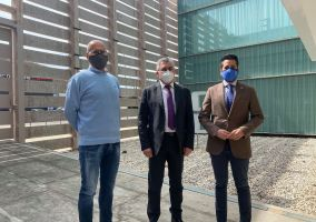 Ampliar información de El Consejero de Desarrollo Autonómico visita el Centro Tecnológico del Calzado