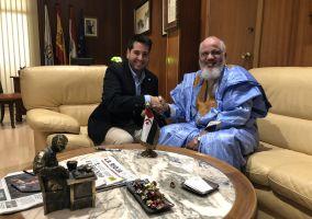Ampliar información de El Alcalde de Arnedo recibe al Delegado Saharaui para La Rioja, Abdalahe Hamad.