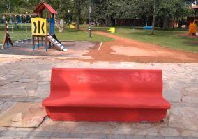 Ampliar información de El Consejo Infantil se implica con la ciudad pintando los bancos del Parque del Cidacos