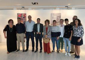Ampliar información de El Alcalde participa en la inauguración de la exposición de proyectos fin de curso del Ciclo de Técnicos Superiores en Diseño y Producción de Calzado del IES Virgen de Vico