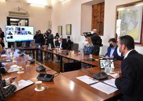 Ampliar información de Javier García participa en un foro de apoyo al sector calzado junto a otros alcaldes y alcaldesas.