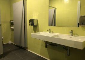 Ampliar información de La Plaza de España contará con baños y camerino para la realización de actividades