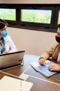 Ampliar información de El Alcalde mantiene un encuentro con la Consejera de Salud del Gobierno de La Rioja, Sara Alba, en las instalaciones del CIBIR.