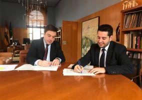 Ampliar información de Firmado el convenio para la financiación de las obras eléctricas del CEIP Antonio Delgado Calvete