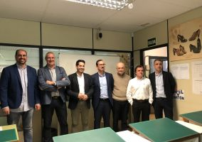 Ampliar información de El Alcalde participa en la inauguración del nuevo aula de patronaje 3D