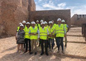 Ampliar información de El Delegado del Gobierno y el Alcalde de Arnedo visitan las obras del Castillo, próximas a su final.